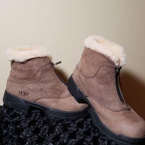 UGG AUSTRALIA Boots.